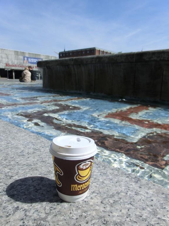 お日様の下で飲むコーヒーはまた格別