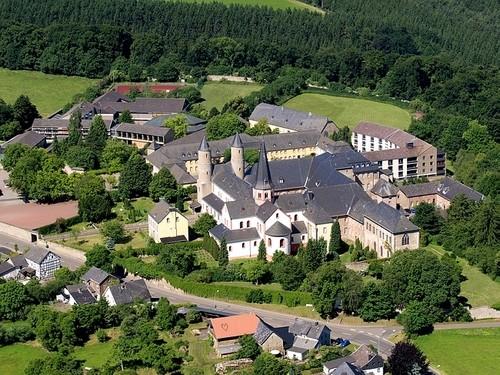 シュタインフェルト修道院 上から見るとこんな感じ 山奥にポツリw