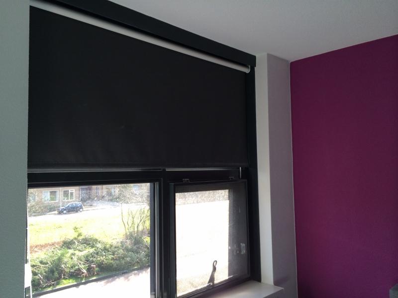 Slaapkamer Gordijnen Verduisterend : Gordijnen vitrage en raamdecoratie de website van parketwereld