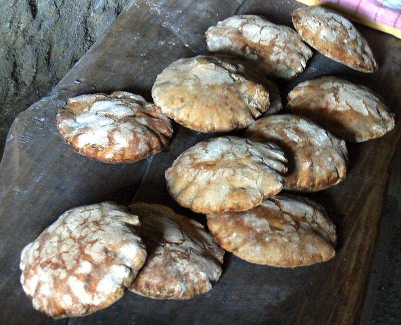 …haben die Kelten Brot gebacken.   – CC BY-SA 3.0: Wolfgang Sauber: Mitterkirchen Keltendorf - Ba