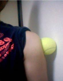 五十肩のテニスボールマッサージ