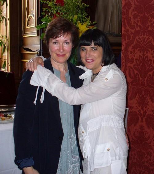 Geneviève et Eve Ensler à l'Hôtel de Ville de Paris en juin 2008