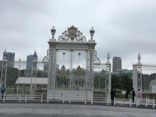 迎賓館の綺麗な門です