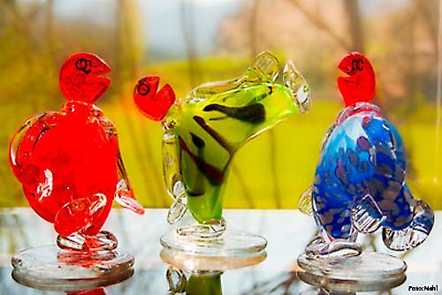 Farbenfrohe Glasobjekte aus der Glashütte Alte Kirche in Lohberg