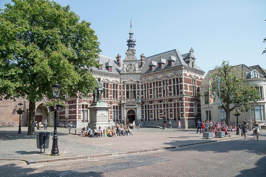 Utrecht: Domplein mit Universitätsgebäude