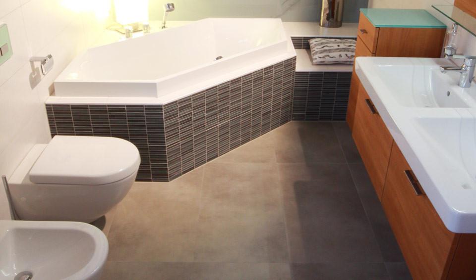 kleines bad ganz gro meisterbetrieb installationen mair martin heizung sanit r l ftung. Black Bedroom Furniture Sets. Home Design Ideas