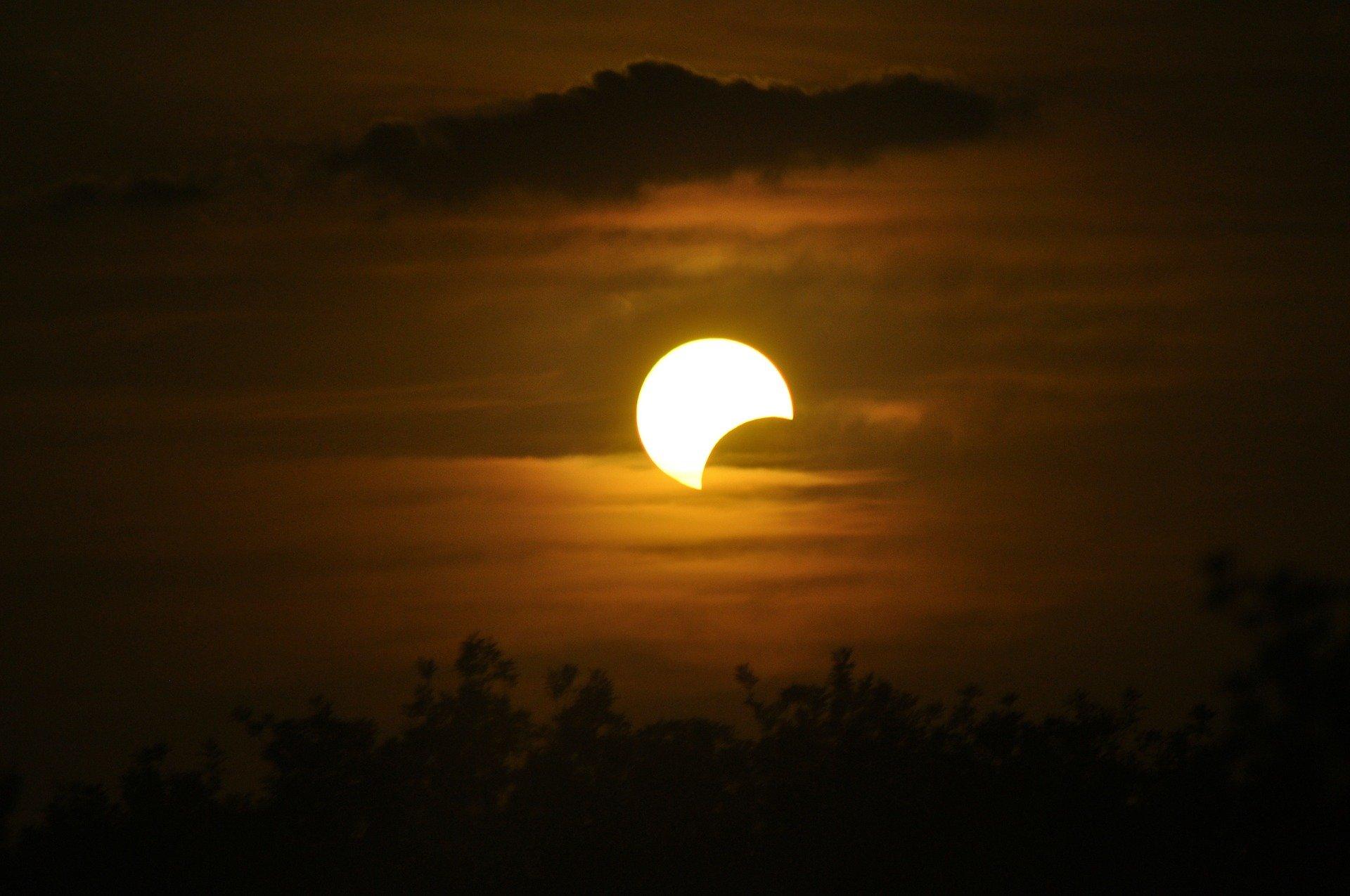 Nieuwe maan en zonsverduistering 10 juni 2021 ♥ Petra Stam ♥ Lichtwerkers Nederland