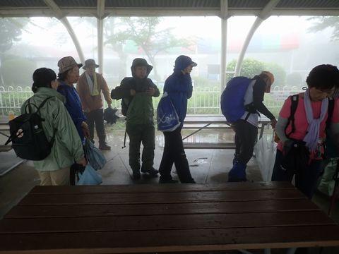 昼食を済ませ、生駒山頂をさあ出発!