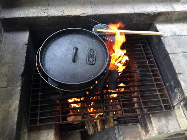 プレヒート中のダッチオーブン