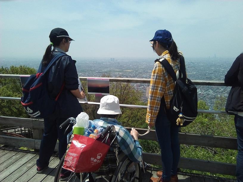 見晴台からの眺望を楽しむ