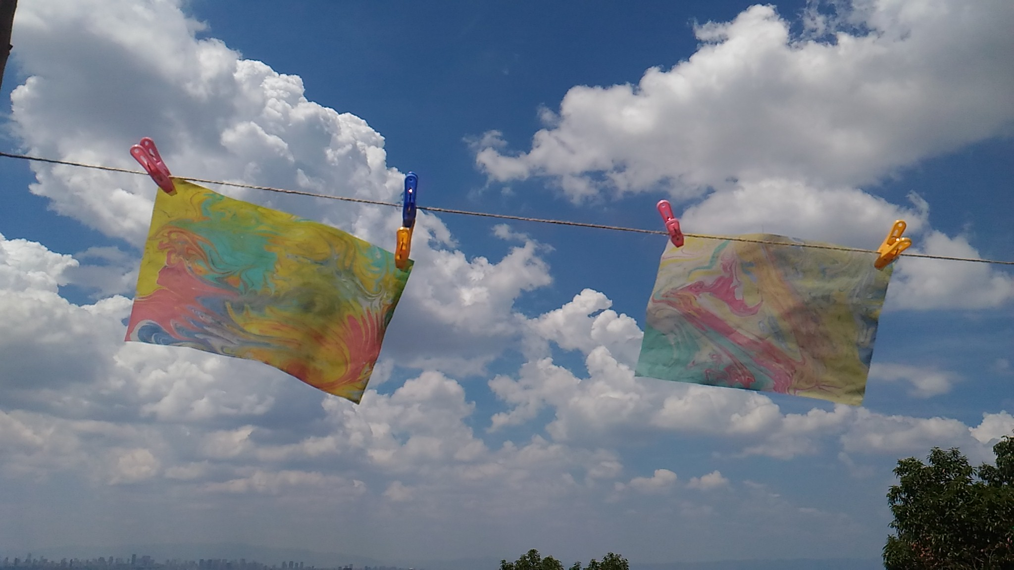 テント部分は「マーブリング」でさわやかな色に♪初めての経験と楽しんで作っていました。
