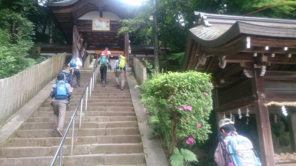 一分駅集合のあと、往馬神社から出発します。