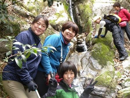 大岩瀧にて3人の美女?