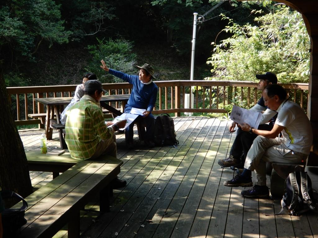 グループに分かれて自然解説の実践と評価
