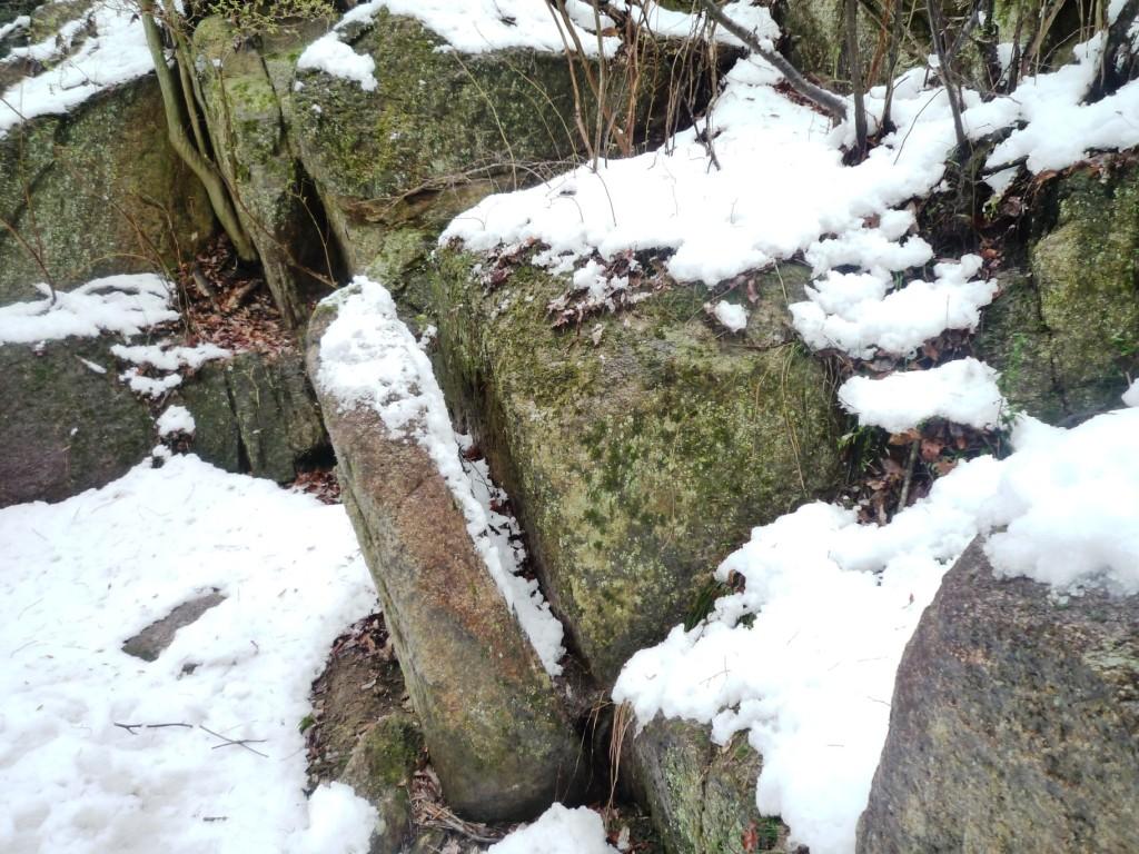 くろんど「アンコウ岩」  この岩アンコウの横面に似てませんか?
