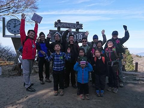 山頂広場で記念撮影(1班)