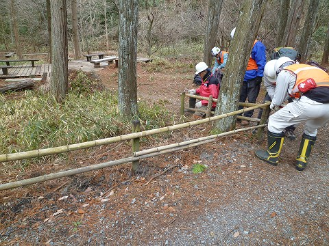 八つ橋の竹柵の作業前