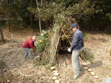 間伐材を集めて作成