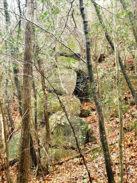 くろんど「6段の積木岩」  さて、だれがこの四角い岩を積み上げたのでしょう?