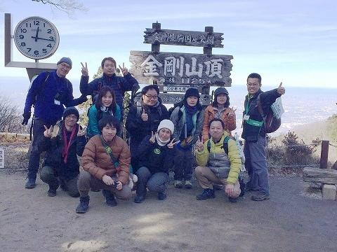 山頂広場で記念撮影(3班)