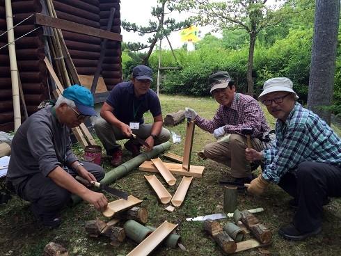 竹筒ご飯用竹筒・竹皿・竹コップ・竹箸・竹馬・竹トンボ等のクラフト素材を準備