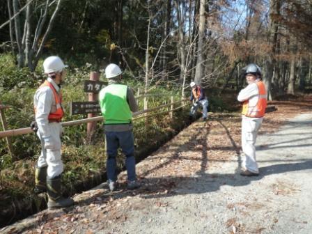 竹柵の追加作業