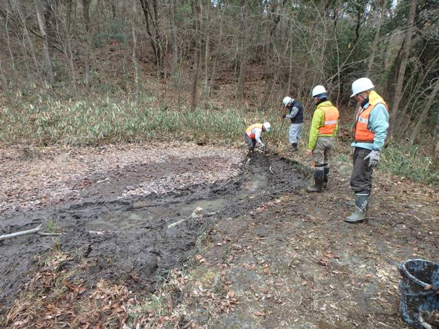 さんさくの路周辺の池の土砂撤去作業後