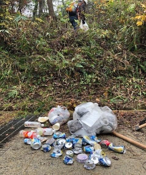 空き缶とゴミ