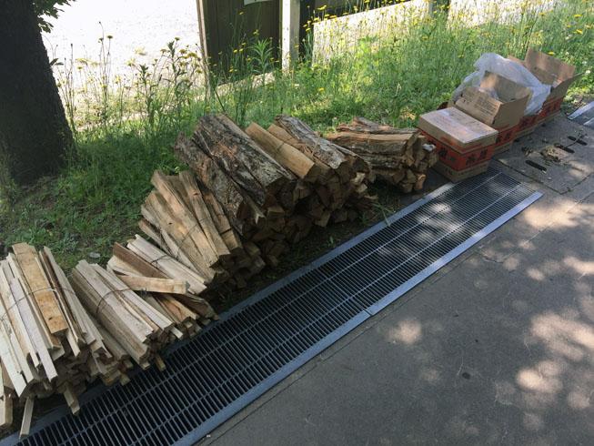 薪をたくさん用意しました