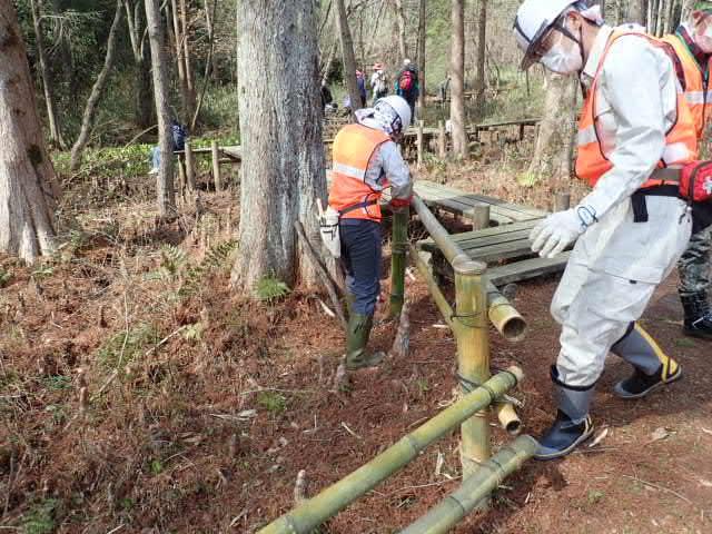 八つ橋竹柵の補修