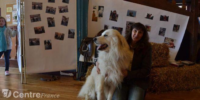 Irma et son chien Hauban de la cascade de Couplan, la mascotte de l'exposition