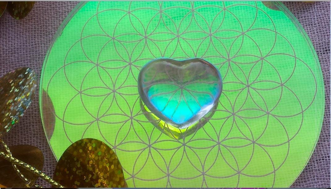 les cercles de lumiere, création de séverine saint-maurice, cristal de roche, fleur de vie