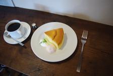 牧歌ブレンド&チーズケーキのケーキセット。こちらではSHOZOの珈琲豆のほか、千葉県長生村にある「KUSA」の豆も使われているそうです