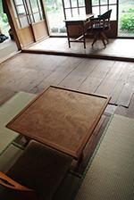 囲炉裏跡の周りは畳を残し、くつろげる小空間としました