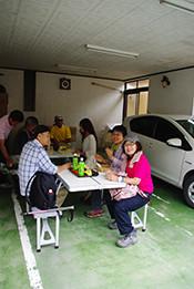 最後は善三郎さんのお兄さんの民宿「きろく」さんの軒下でお茶タイム。皆さん、お疲れ様でした