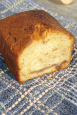 無農薬、無化学肥料のほか「無加温」で育てたイチゴ(!)を練り込んだパウンドケーキ。香り高い爽やかな甘さが広がります