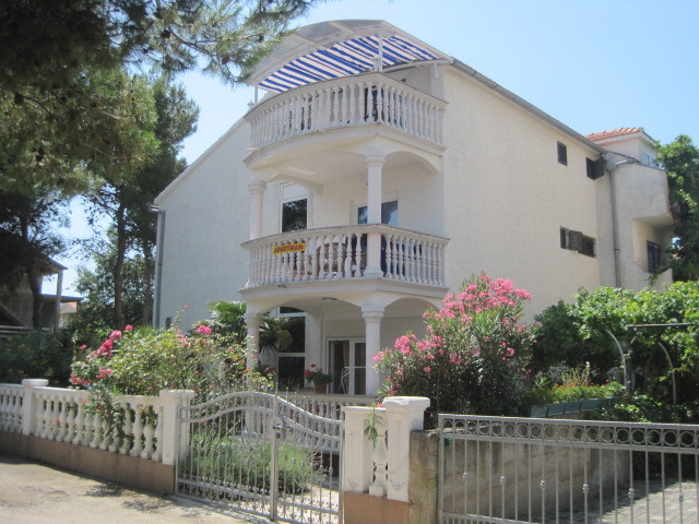 Gästehaus Melli Frontansicht. Die Balkone gehören zu den Studioapartments.