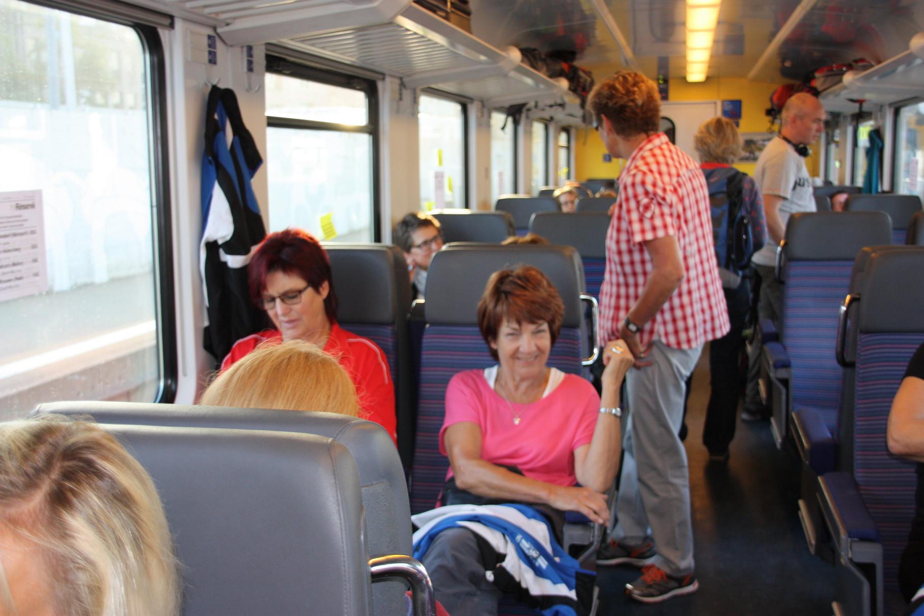 Morgens früh um Acht im Zug von Zürich nach Bern