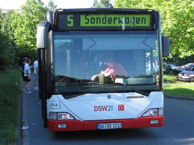 Der Bus ist pünktlich da
