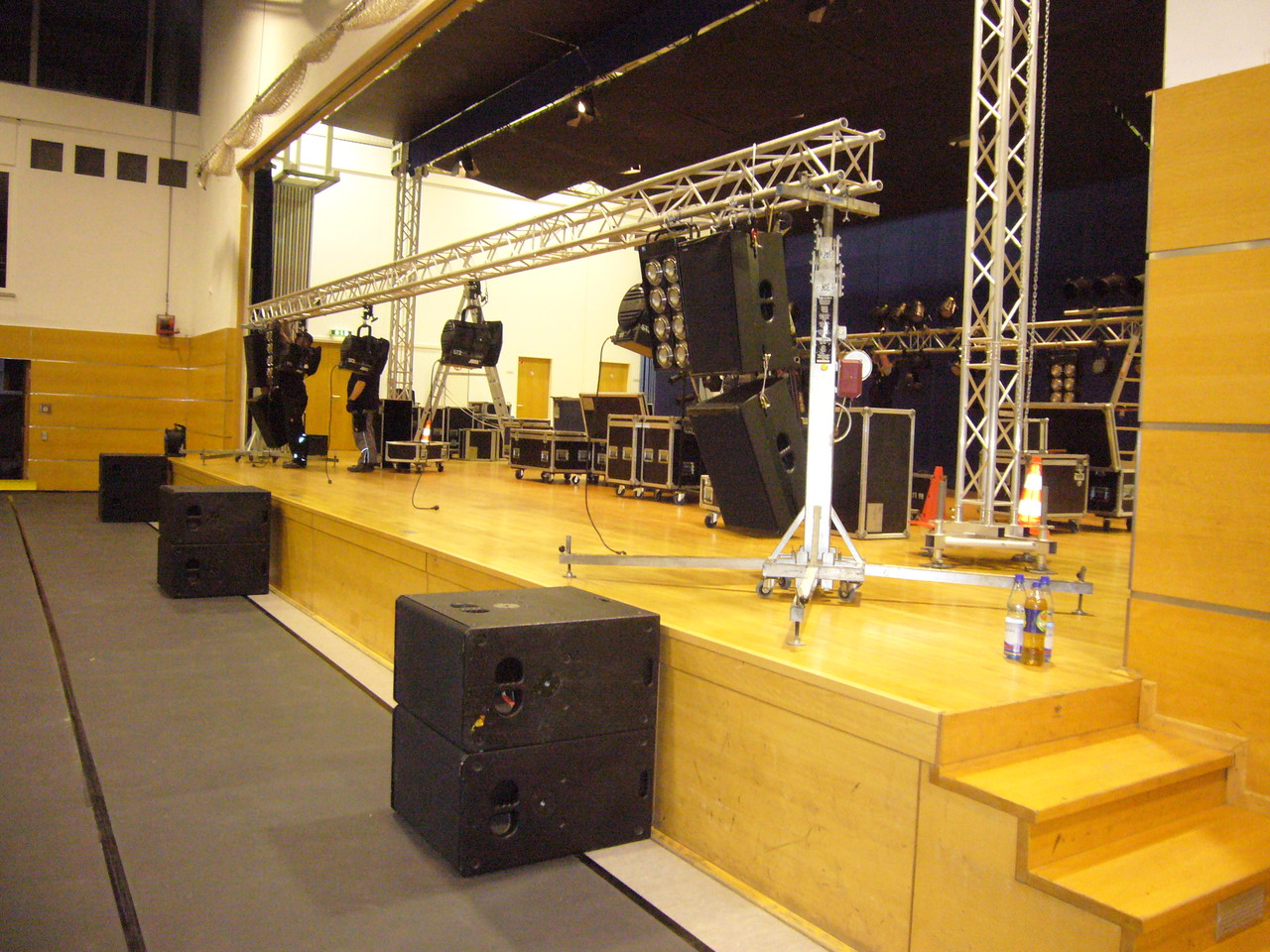 Vorangeschrittener Bühnenaufbau