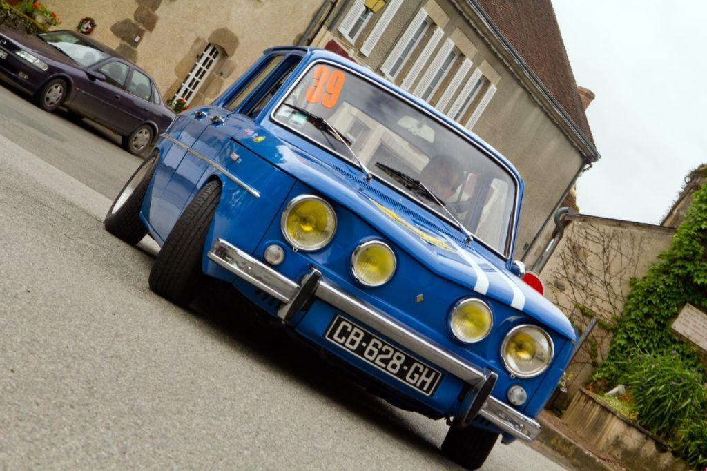 Reconnaissable entre mille, la Renault 8 Gordini de Christian Bujon et Claude Fraisse.