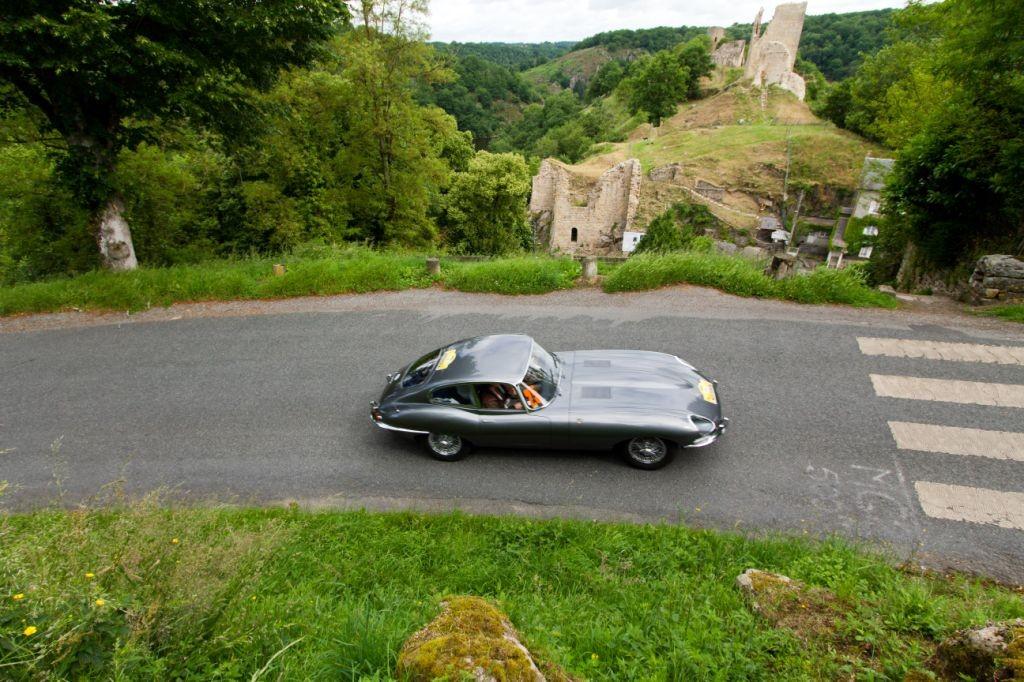 Sylvie Bardinon et Emmanuelle Visserias ont remporté la Coupe des Dames au volant de leur Jaguar Type E.