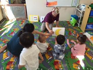 プリスクールのお兄ちゃんお姉ちゃんと一緒にBabyちゃんもレッスンを受けます。お友達とのコミュニケーションも英語で学んでいきます。
