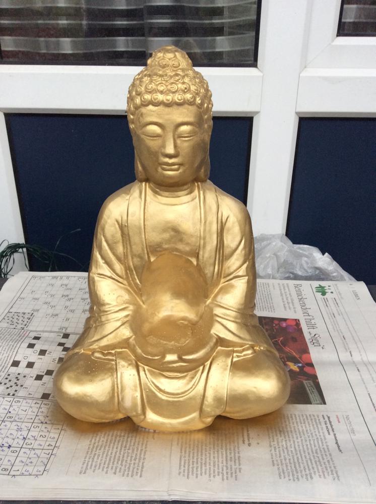 Buddha XXL in Gold mit Faerbys  Latexform gegossen in Porzellanartigen Masse