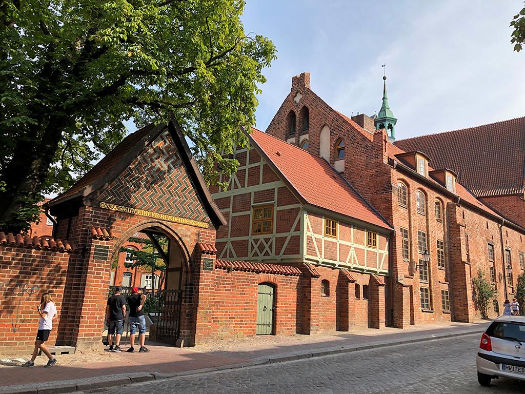 Wir marschieren in die Altstadt von Wismar