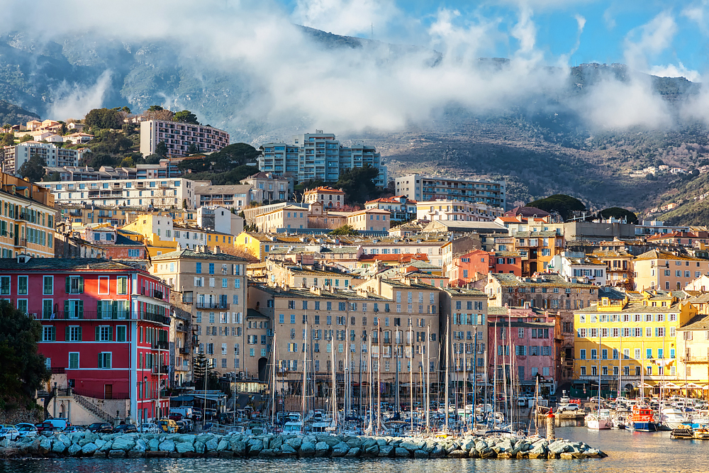 Bastia - Hafenstadt mit exotischem Flair. Die Hafenstadt Bastia liegt an der Nordostküste der Insel Korsika.