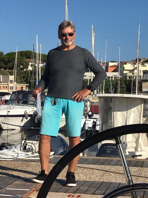Skipper nach dem Einklarieren in Salivoli