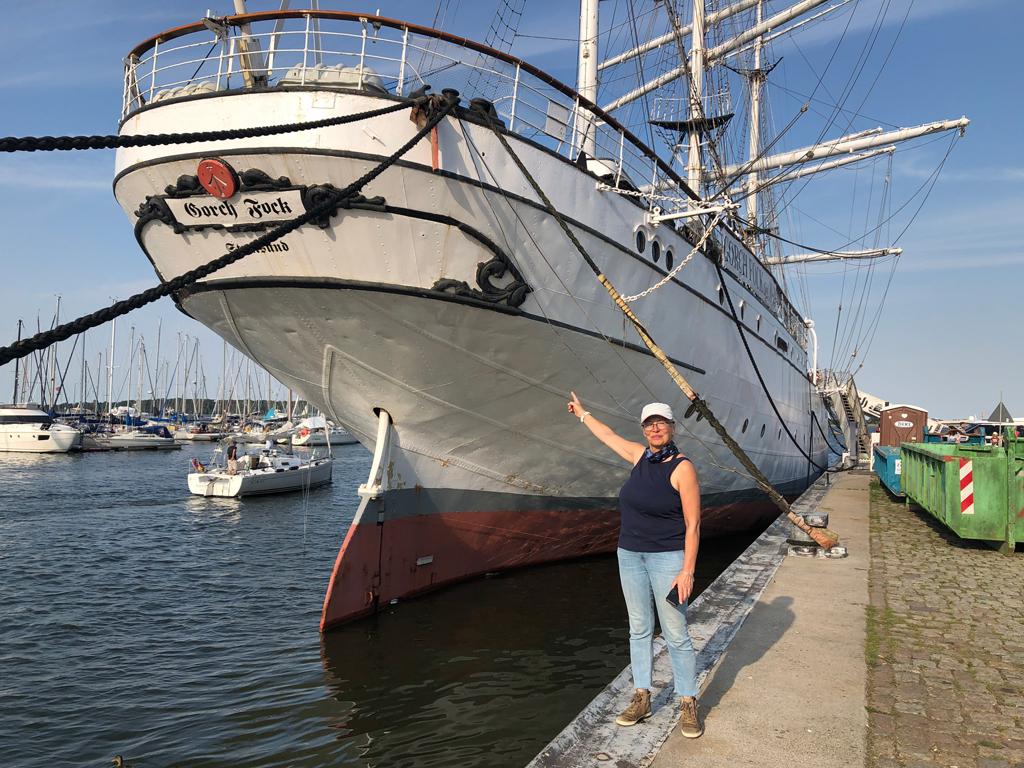 """Das ist die """"Gorchfock 1"""" - sie war ein als Bark getakeltes Segelschulschiff. Die berühmtere Gorchfock 2 liegt in Kiel und sollte restauriert werden, für 125 Mio. Euro!?"""