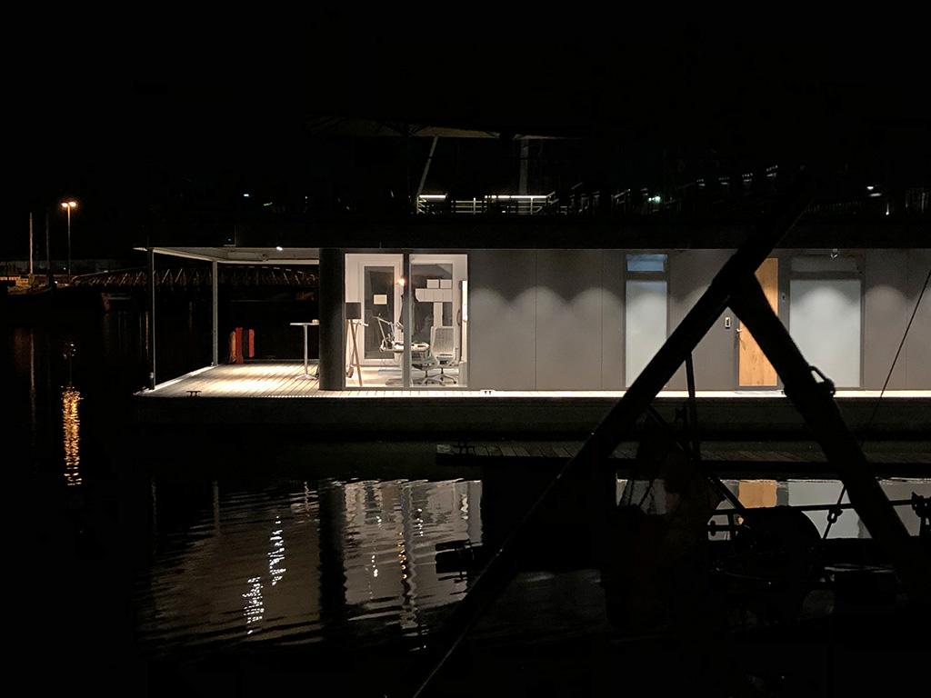 Das ist das Hafenmeisterbüro der Newport Marina