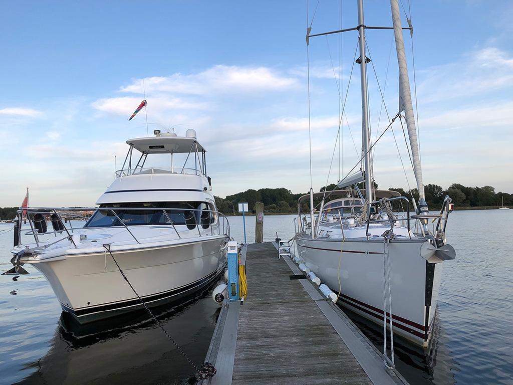 Liegen als erstes in der Marina Baltica